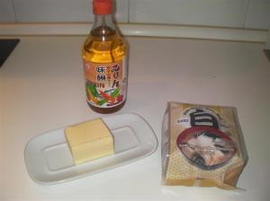 Ingredientes de la salsa de miso blanco y mantequilla