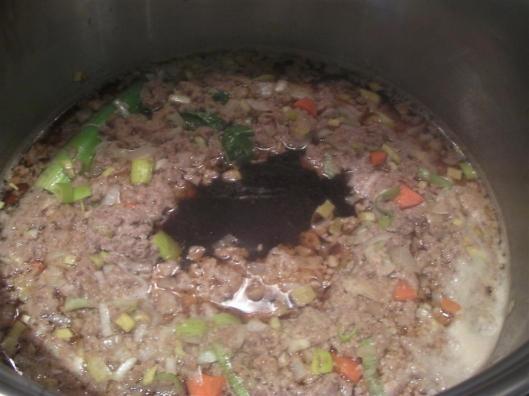 Mezcla de claras y carne coagulada, con agujero en el centro