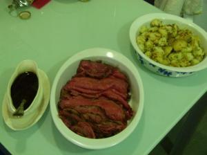 Roast Beef de lomo de buey con doble dorado, salsa y patatas