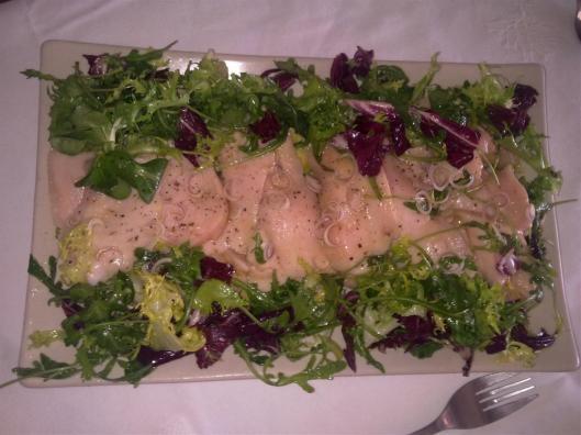 """Ensalada de aguacate, pechuga de pollo sous-vide y """"vinagreta japonesa"""""""
