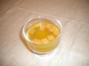Agua de Roquefort con gelatina de pera caramelizada