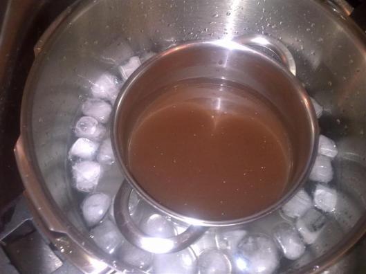 Consomé de Marmite enfriándose
