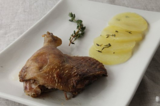 Confit de pato con patatas sardalaises