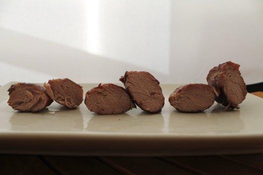 De izquierda a derecha, carrilleras saladas antes de dorar, antes de embolsar, y con salmuera