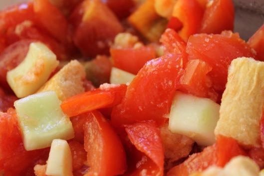 Detalle de las verduras del gazpacho troceadas