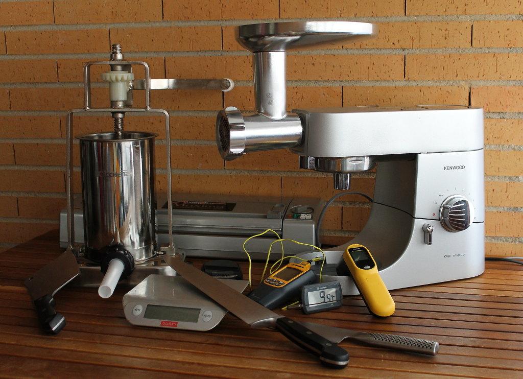 Salchichas frescas caseras: equipo   Dorar no sella los jugos