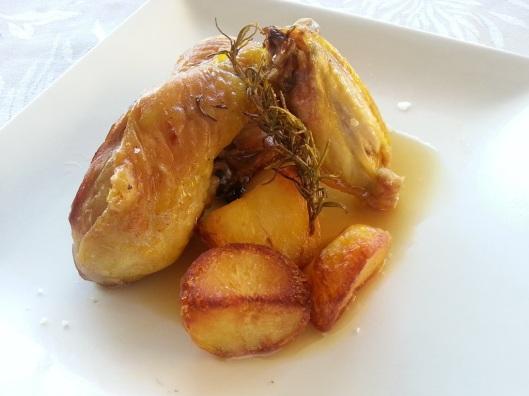 Traseros  y alitas de pularda asados con patatas